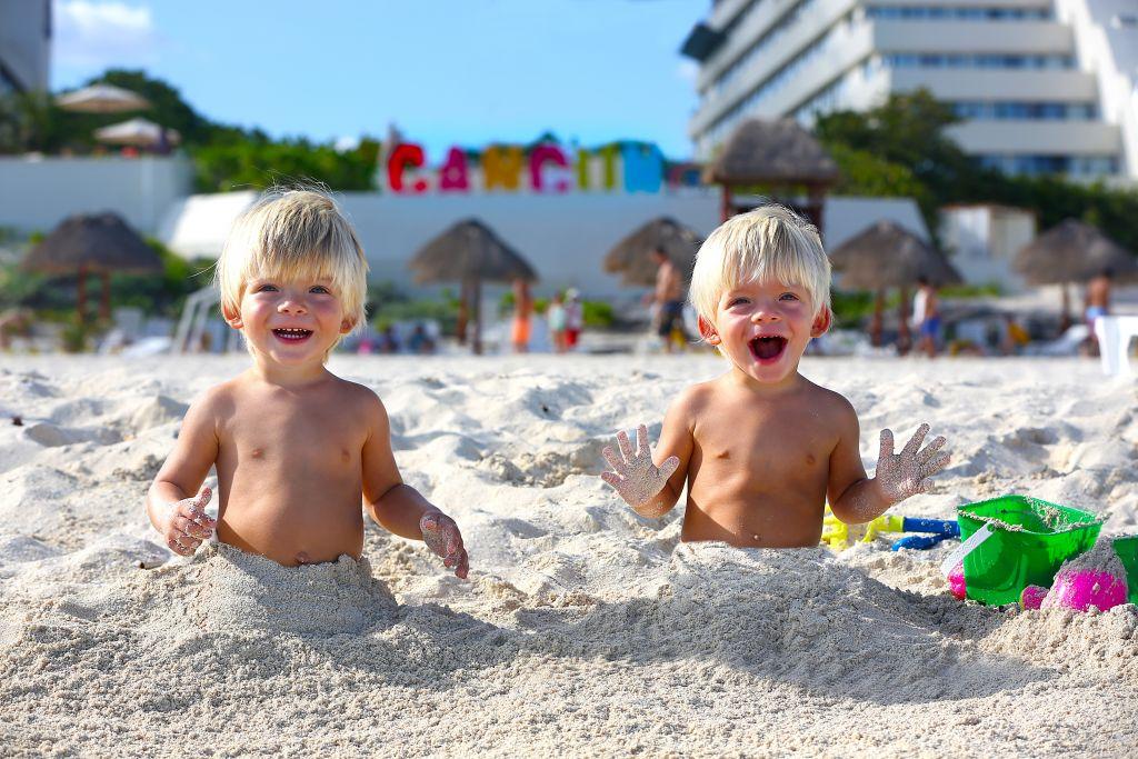 twins in cancun